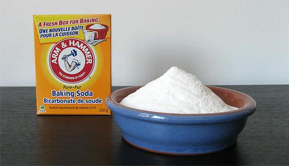 Trị mụn lưng bằng bột baking soda quen thuộc, an toàn và hiệu quả