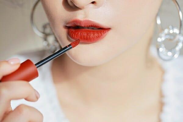 Son môi là sản phẩm không thể thiếu trong bộ mỹ phẩm trang điểm cơ bản