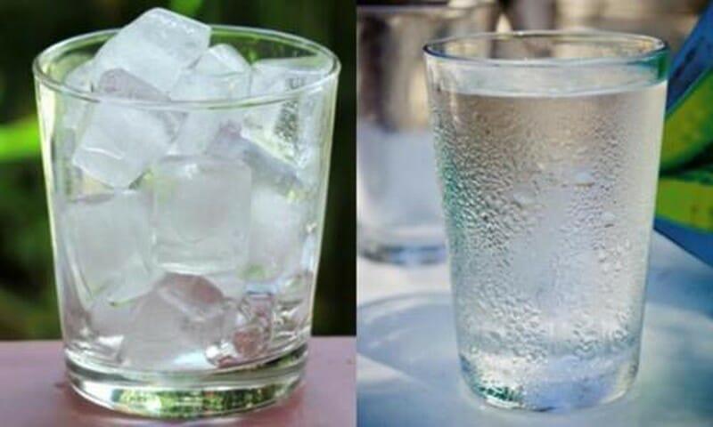 Chườm đá hoặc ngâm nước mát sẽ giúp giảm cơn đau nhức ở vùng hậu môn nhanh chóng (Ảnh: Internet)