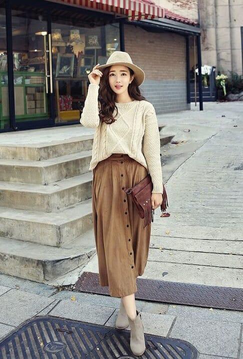 Áo len dáng rộng kết hợp với chân váy