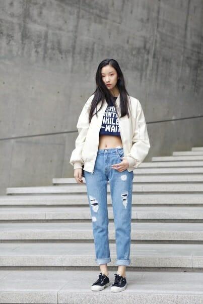 """Kết hợp """"ăn ý"""" giữa áo croptop và quần jean"""