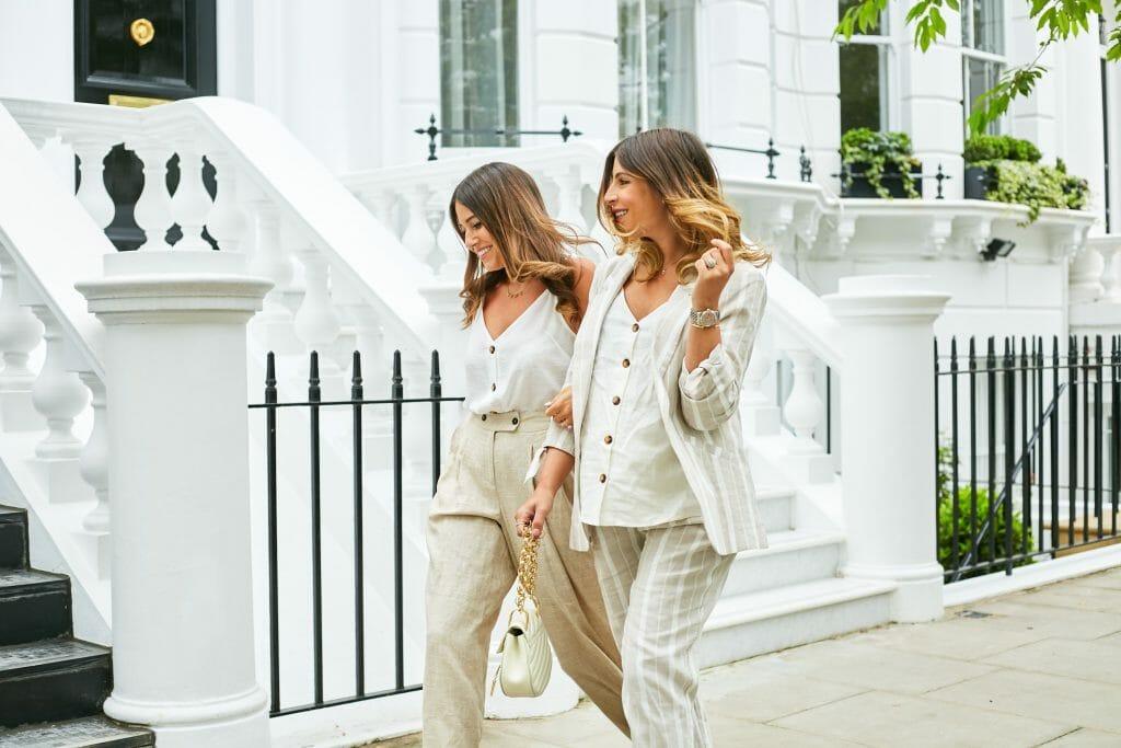 Quần áo linen thô mộc, đơn giản nhưng lại mang nét sang trọng rất riêng. (Ảnh: wearetwinset)