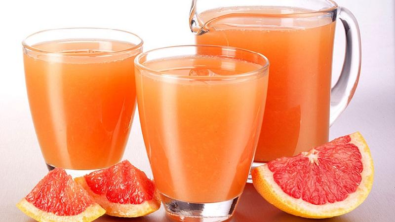 Uống nước ép bưởi giúp giảm mỡ bụng