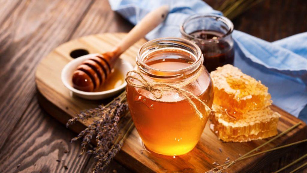 Mật ong sẽ nhanh chóng giúp bạn sở hữu làn da vùng trán mịn màng, trắng sáng