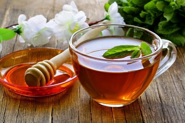 Trị mụn cám bằng hỗn hợp đường, mật ong và trà xanh cho hiệu quả cao