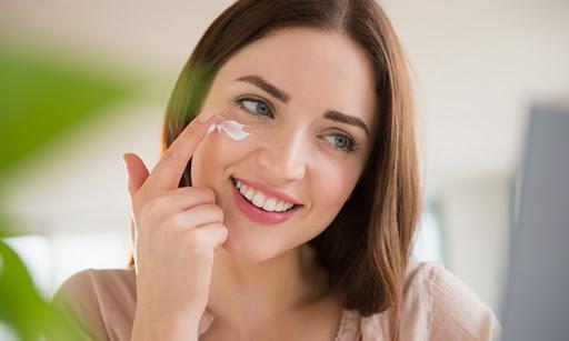 Đừng quên dưỡng ẩm mỗi ngày cho da bạn nhé!