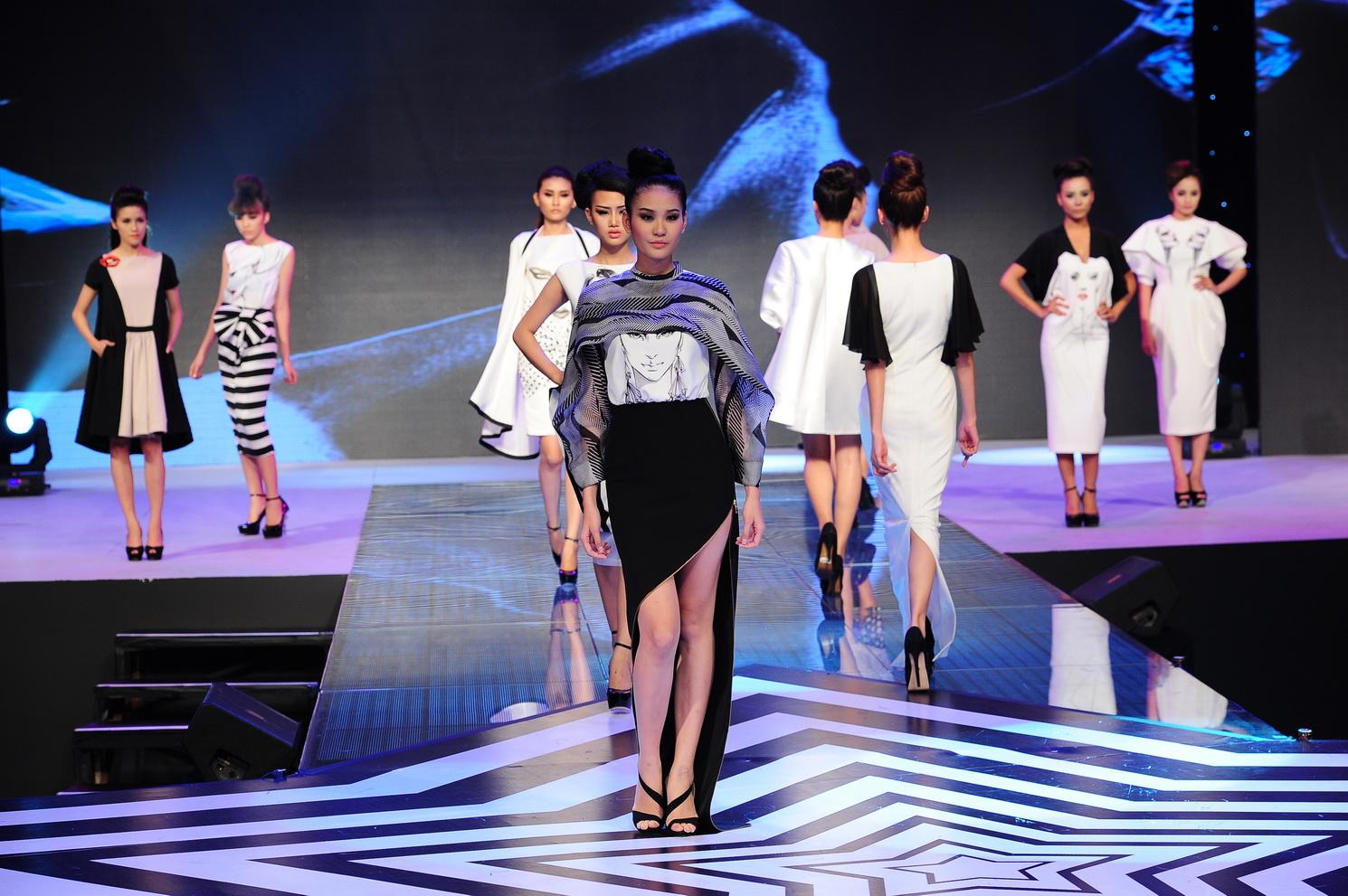 Theo dõi những sự kiện thời trang lớn là một trong những cách đơn giản giúp bạn nắm bắt được xu hướng thời trang