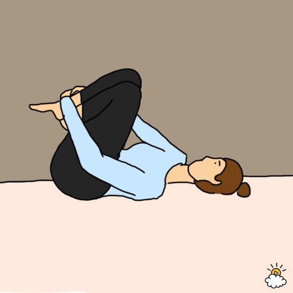 Thực hiện bài tập gập bụng trước khi đi ngủ