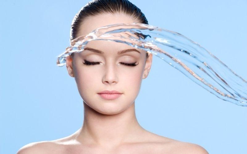 Làm sạch da giúp bạn chống mụn từ bên ngoài