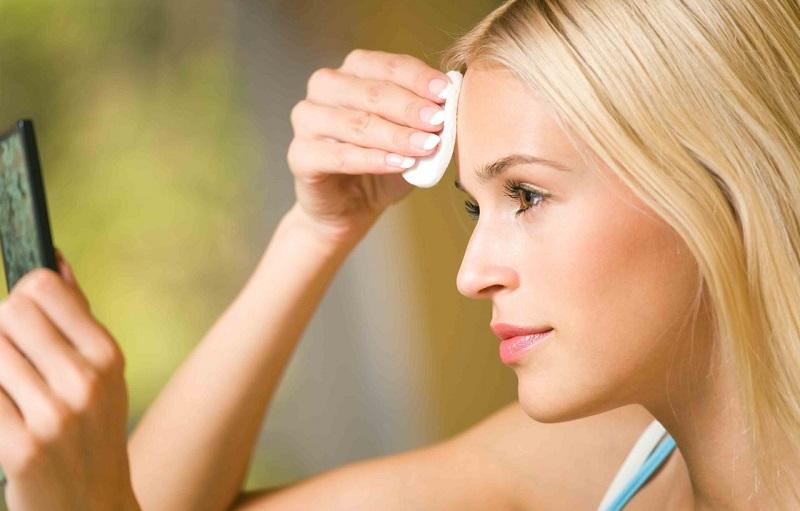 Chị em chú ý cần rửa sữa rửa mặt sau khi sử dụng dầu tẩy trang