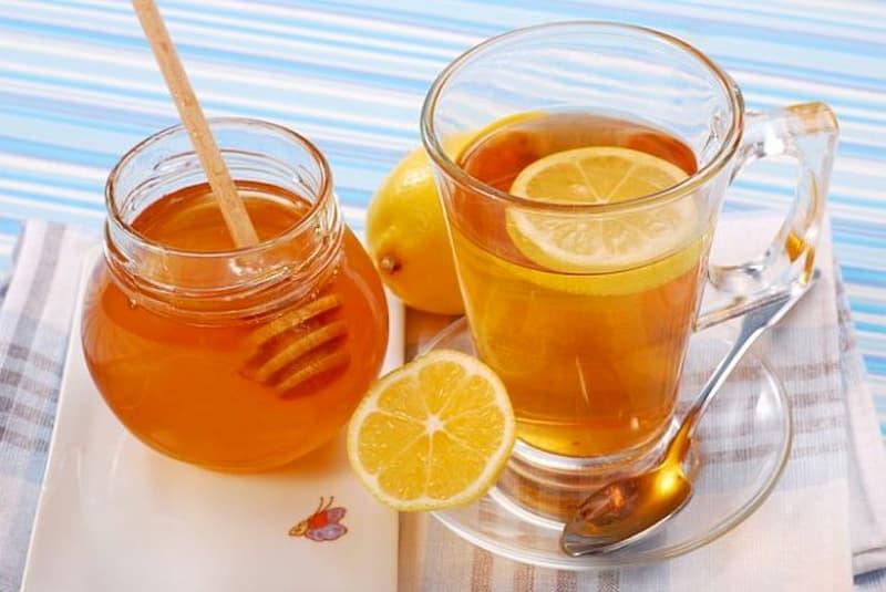 Nước detox chanh và mật ong giúp kháng viêm, trị mụn nhanh chóng