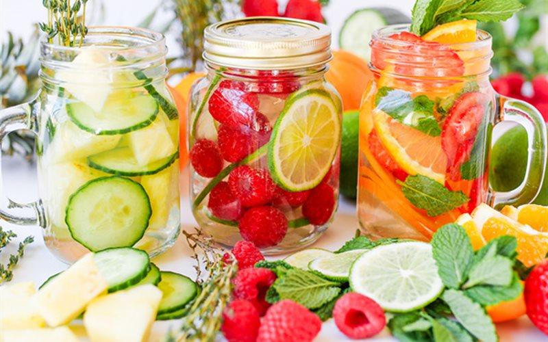 Nước detox trái cây hỗ trợ trị mụn và làm đẹp da hiệu quả