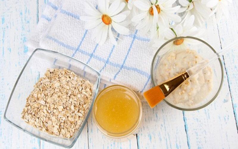 Mật ong và bột yến mạch là hỗn hợp giúp làm sạch da vượt trội