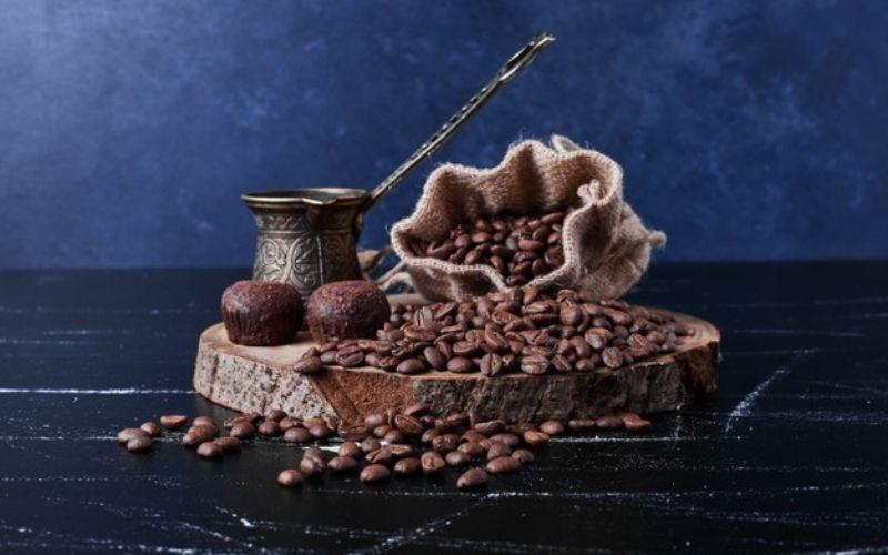 Giải đáp thắc mắc uống cà phê làm da đen sạm