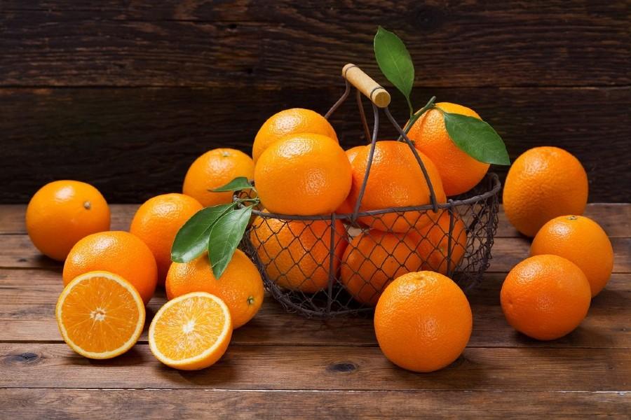 Cam hoặc chanh tươi là loại trái cây trị thâm mụn khá hiệu quả.