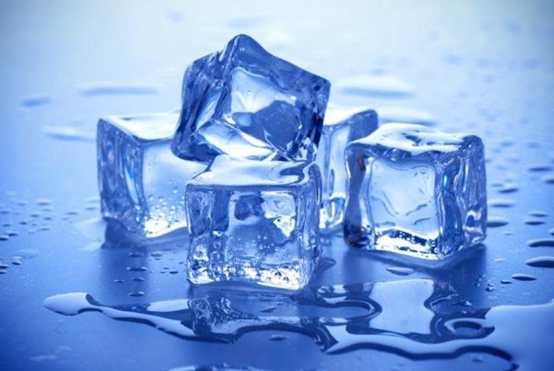 Làm xẹp mụn bọc cấp tốc bằng đá lạnh