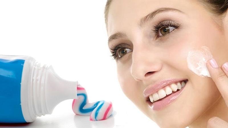 Làm xẹp mụn bọng cấp tốc bằng kem đánh răng