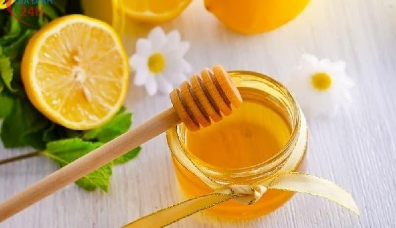 Cách làm xẹp mụn bọc cấp tốc bằng mật ong