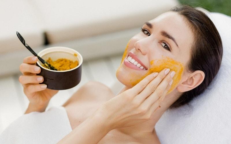 Mặt nạ dầu dừa và nghệ giúp làm sáng da nhanh chóng