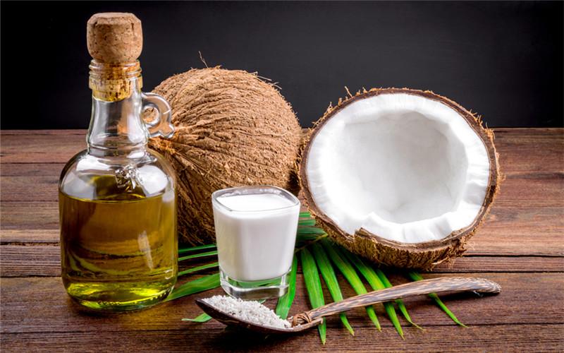 Dầu dừa chứa nhiều dưỡng chất có lợi cho da