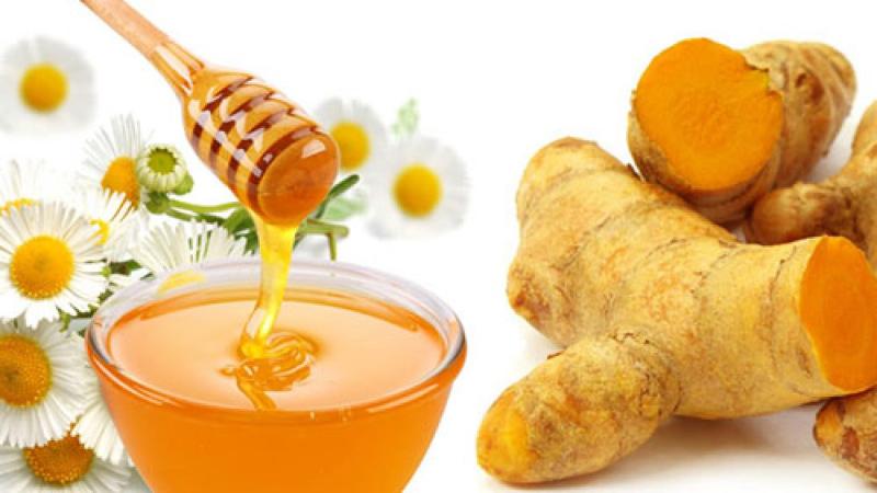Nên trộn bột nghệ với mật ong để có hiệu quả tốt nhất