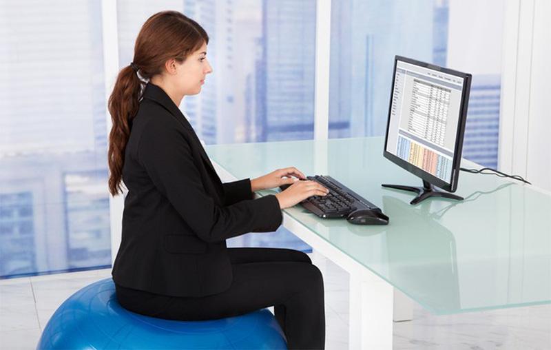 Ngồi thẳng lưng sẽ khiến giảm mỡ bụng hiệu quả nhất