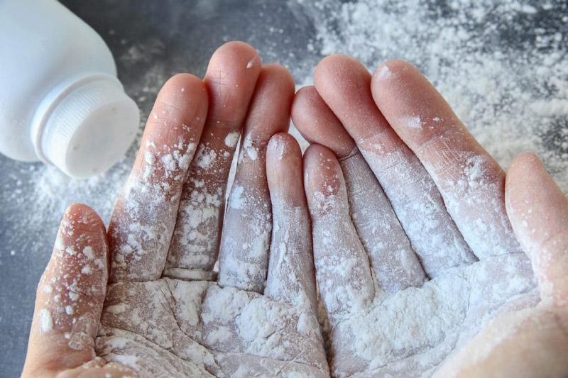 Thành phần bột phấn sử dụng nhiều trên mặt sẽ gây nguy hiểm đến sức khỏe