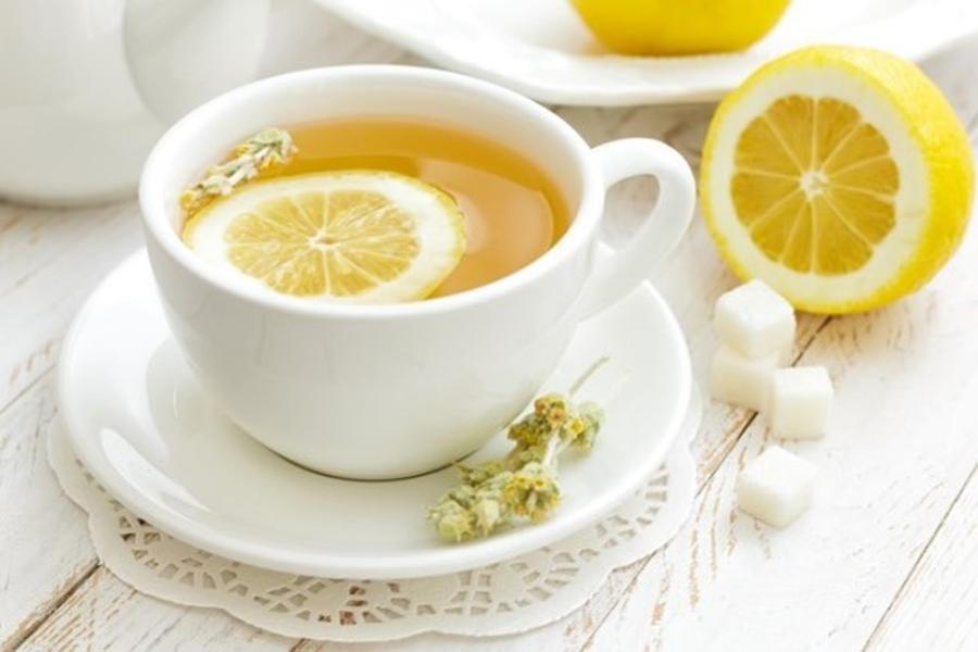 Uống nước chanh ấm thải độc chì cho da