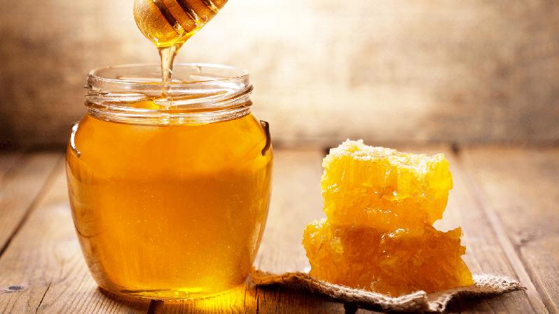 Mật ong là nguyên liệu luôn được mọi người nhắc đến trong làm đẹp