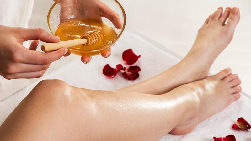 Cách triệt lông chân vĩnh viễn tại nhà cho nữ với hỗn hợp đường chanh, mật ong